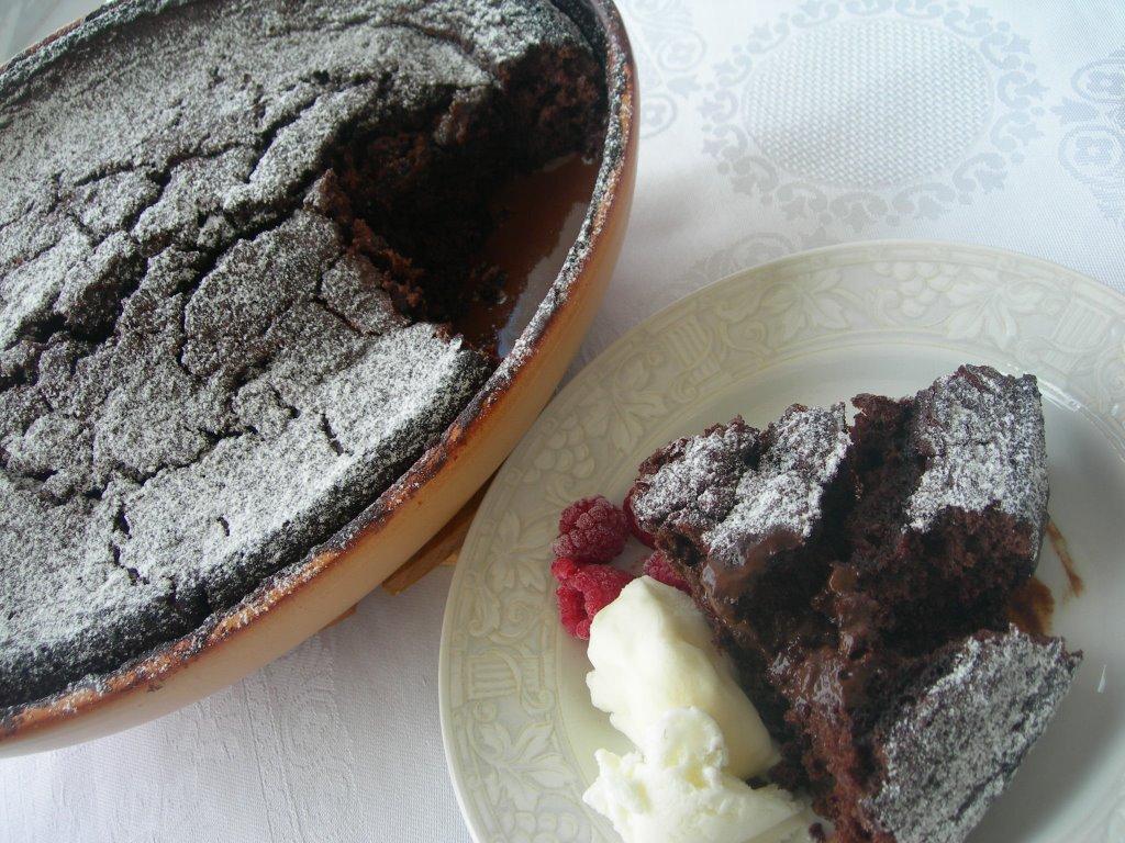 Çikolatalı Soslu Kek