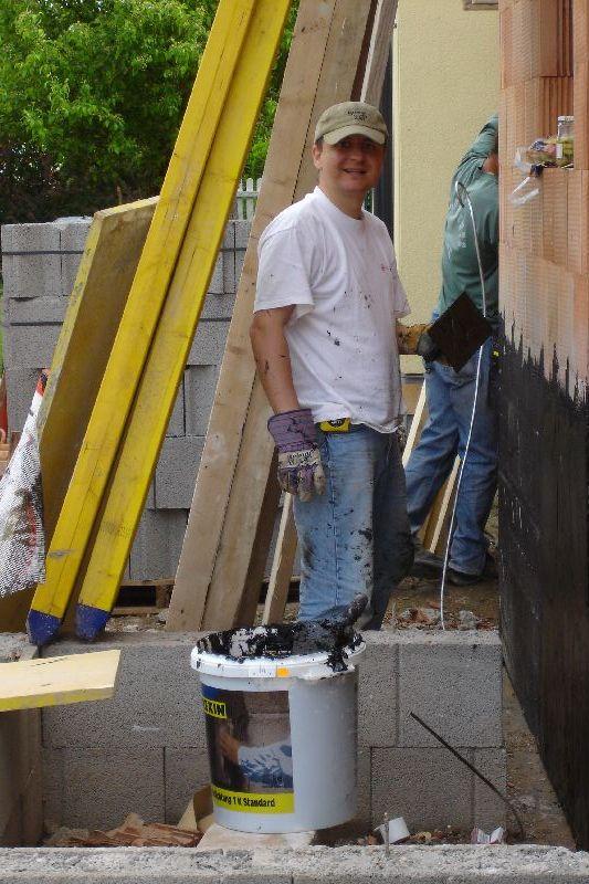 unser hausbau 2006 2007 tag 023 bitumen spachteln dg. Black Bedroom Furniture Sets. Home Design Ideas