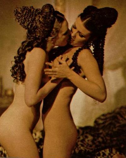 Caligula lesbian sex scene