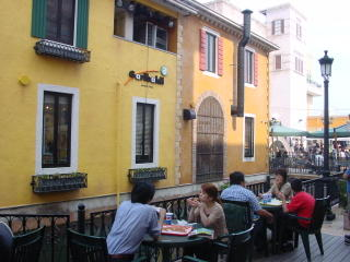 Dining out al fresco at Villaggio Italia, Nagota Port