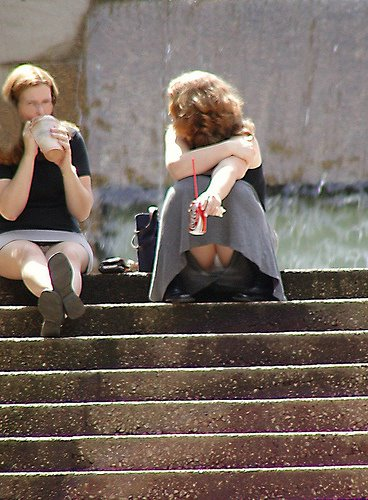 Upskirt Blog: outdoor sitting uppies