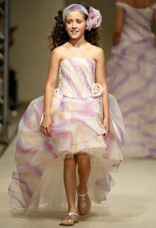 2b19a46a8b Wedding News  Hideous Flower Girl Dress