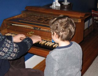 Mini-Critic listens to the Neupert harpsichord