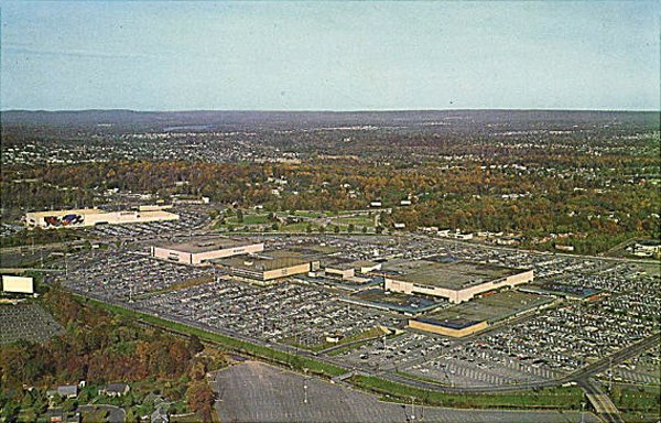 Malls of america vintage photos of lost shopping malls of the 39 50s 39 60s 39 70s for Garden state plaza mall paramus nj