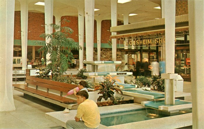 malls of america vintage photos of lost shopping malls of the 39 50s 39 60s 39 70s. Black Bedroom Furniture Sets. Home Design Ideas