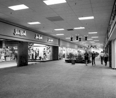 Malls of america vintage photos of lost shopping malls for International decor outlet regency square mall