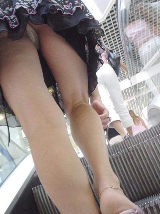 В метро под юбкой подсмотренное