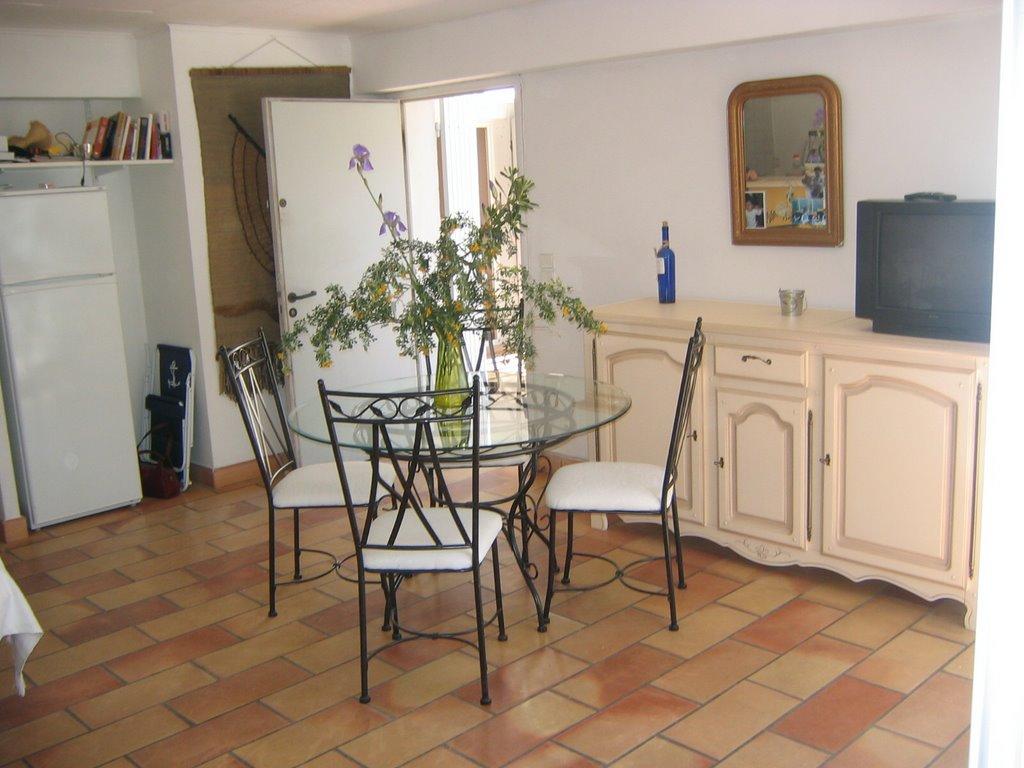 photos salle manger proven ale. Black Bedroom Furniture Sets. Home Design Ideas