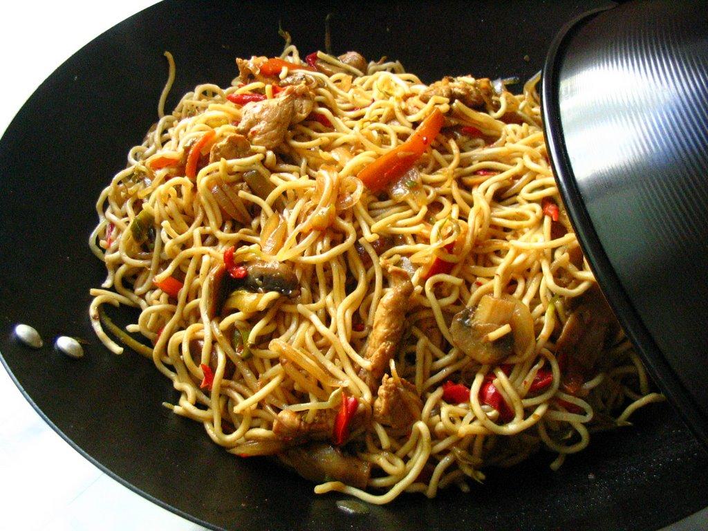 Tavuklu Çin Makarnası