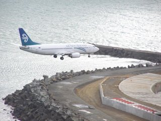 B737 on final approach at Wellington