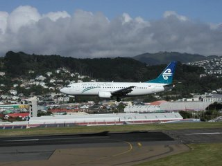 Air New Zealand B737-3xx landing at NZWN