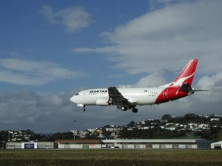 Qantas B737 landing at Wellington runway 34