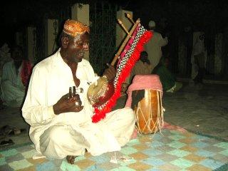 Folk performer at Sachal Sarmast's tomb