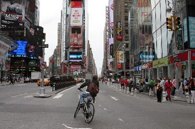 Image of bicyclist in Times Square