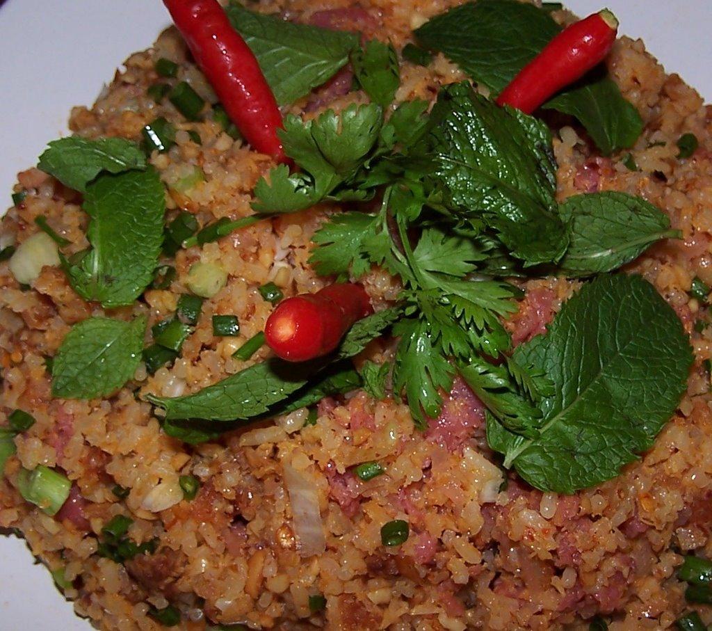 Vientiana lao cuisine nem thadeua salade de riz lao for Maison traditionnelle laos