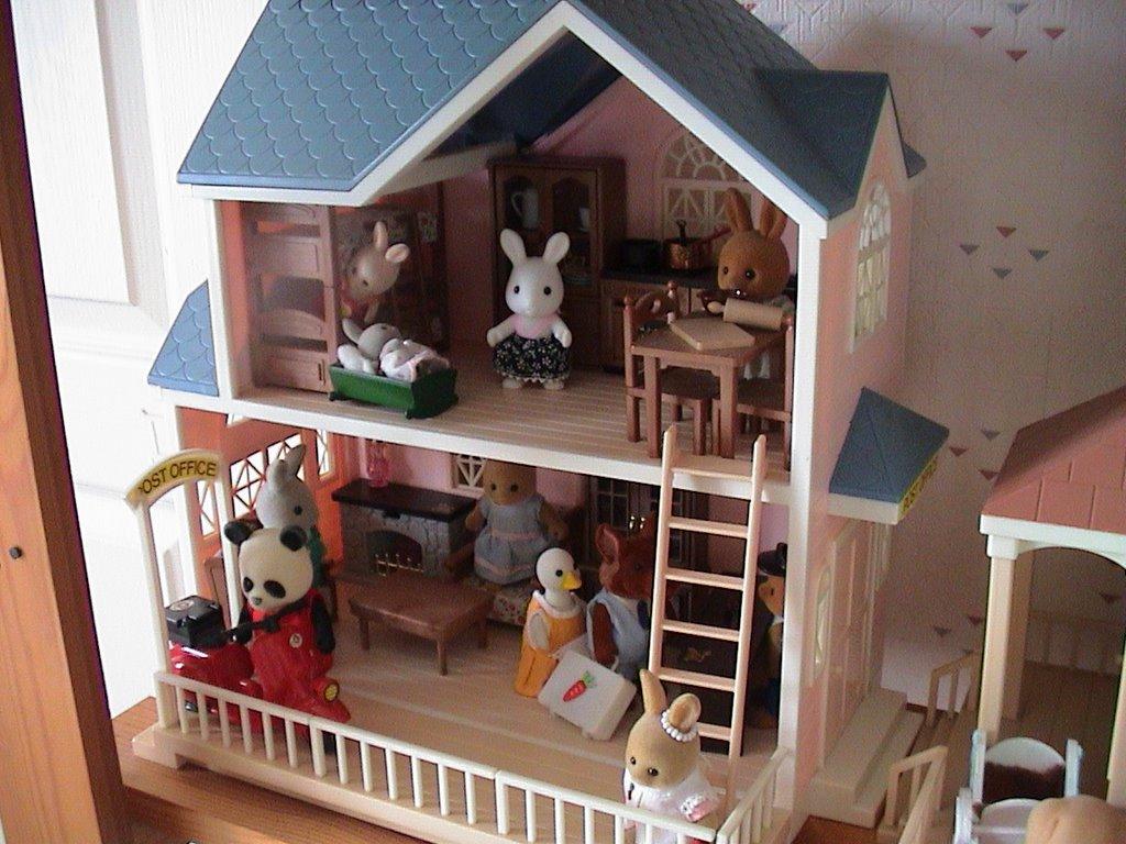 petits malins et sylvanians les maisons. Black Bedroom Furniture Sets. Home Design Ideas
