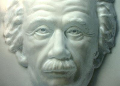 The Einstein Hollow Face Illusion