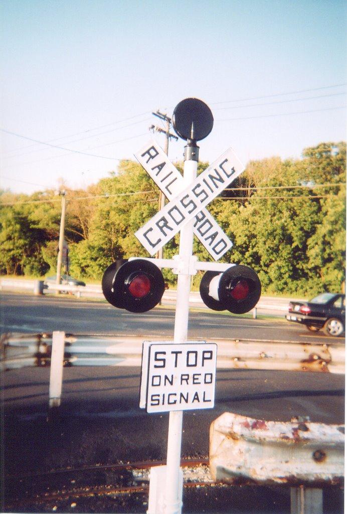 Eddie's Rail Fan Page: Miniature Railroad Crossing Signal