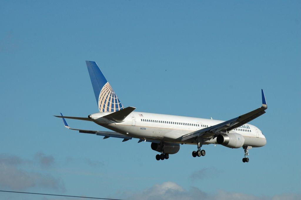 LISBON AIRLINERS - AVIÕES DE LISBOA: CONTINENTAL Boeing 757-227 N12116