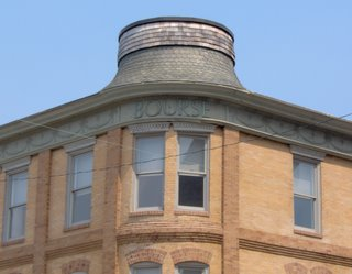 What kind of hat, exactly, looks good on a building like this?