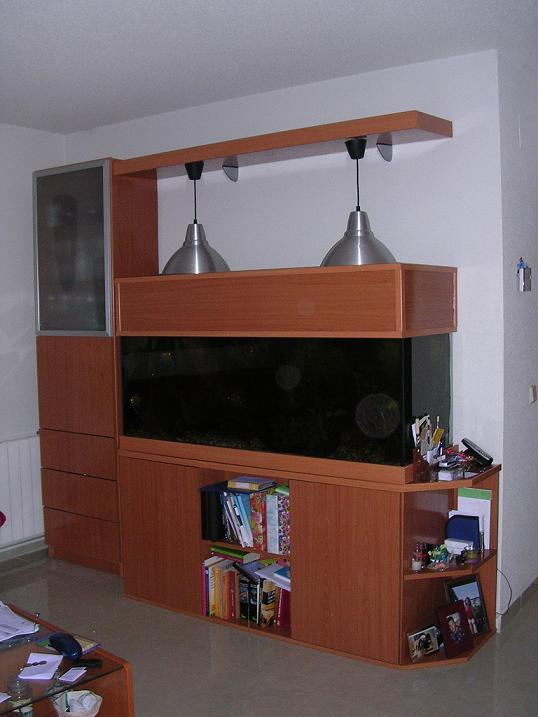 Bricologia mueble para acuario for Mueble para calentador de agua
