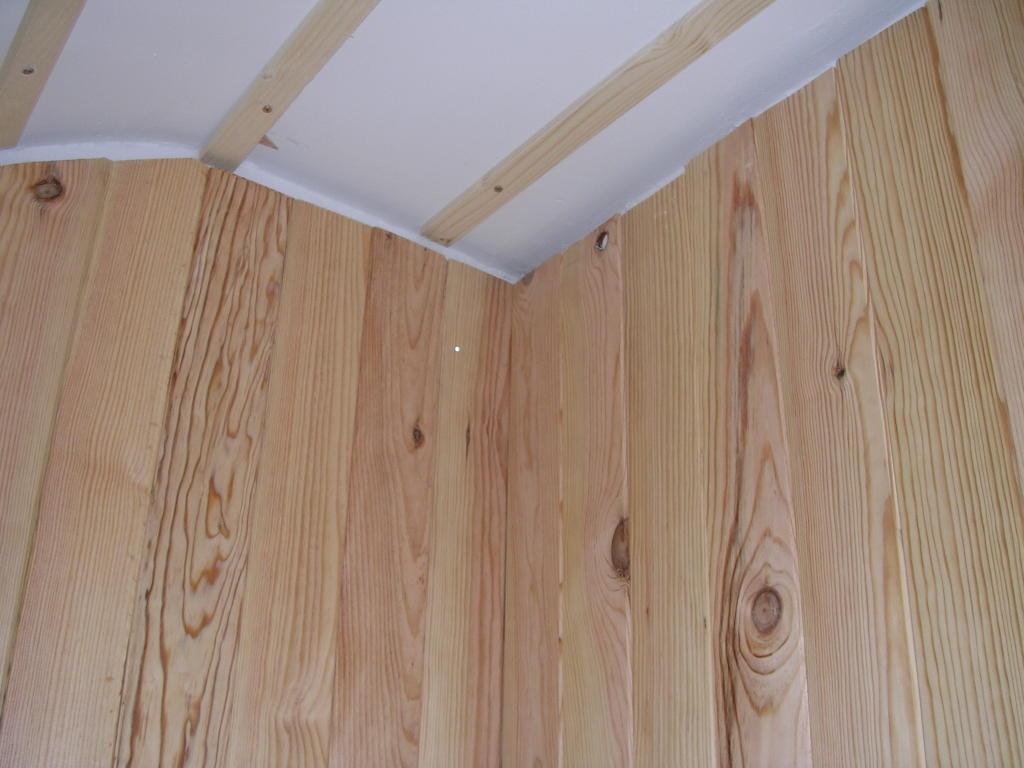 Bricologia colocar friso de madera en paredes y techos - Madera para paredes ...