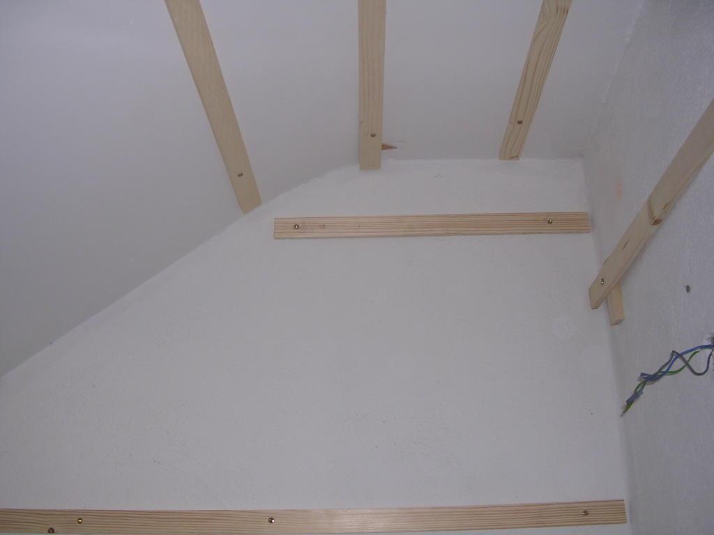Bricologia colocar friso de madera en paredes y techos - Como colocar pladur en techo ...