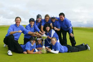 The Scottish Girls Team with the Stroyan Cup