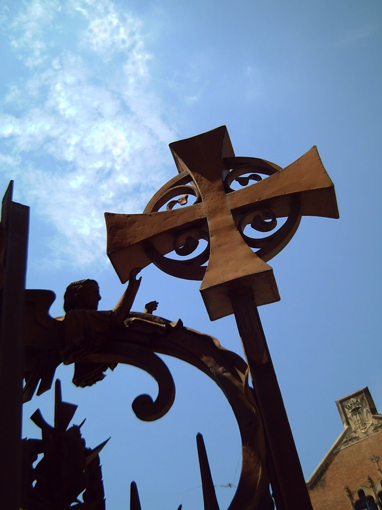 Hospital de la Santa Creu i Sant Pau: The Holy Cross