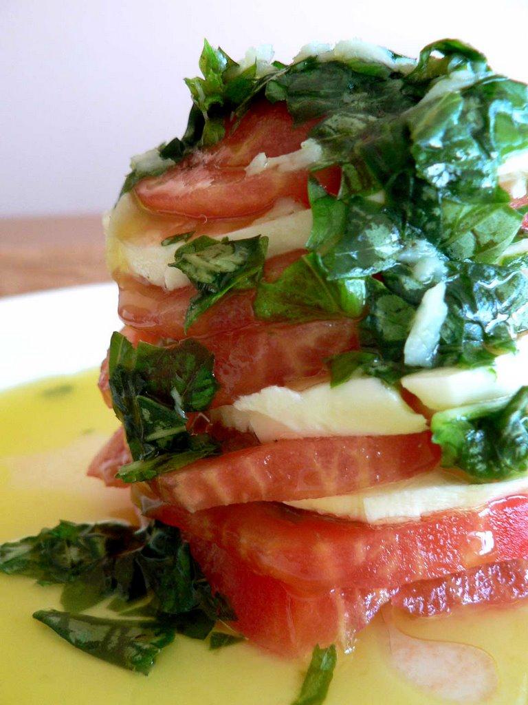 Mozarella ve domatesli salata tarifi