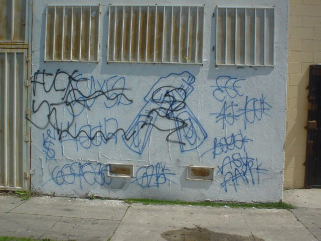GANG GRAFFITI, ART & CULTURE: 52 / 59 Hoover Crip/Criminal