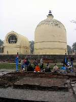Image of a group of FWBO and TBMSG people on pilgrimage in front of the Parinibbana Stupa and Temple in Kushnigar