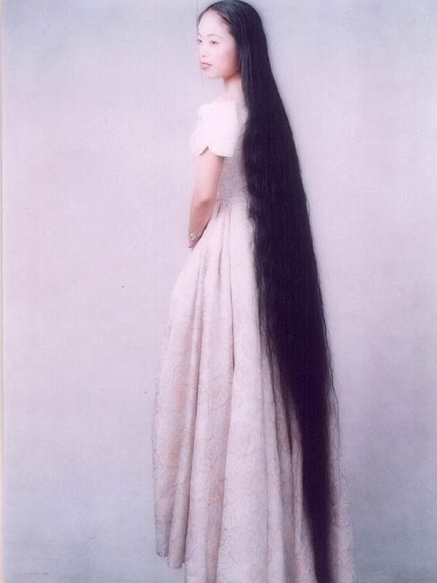 Fresh Pics: Extremely Long Hair