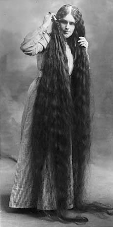 Мальчишки любят дергать за длиную косу, мужчины постарше находят длинные...
