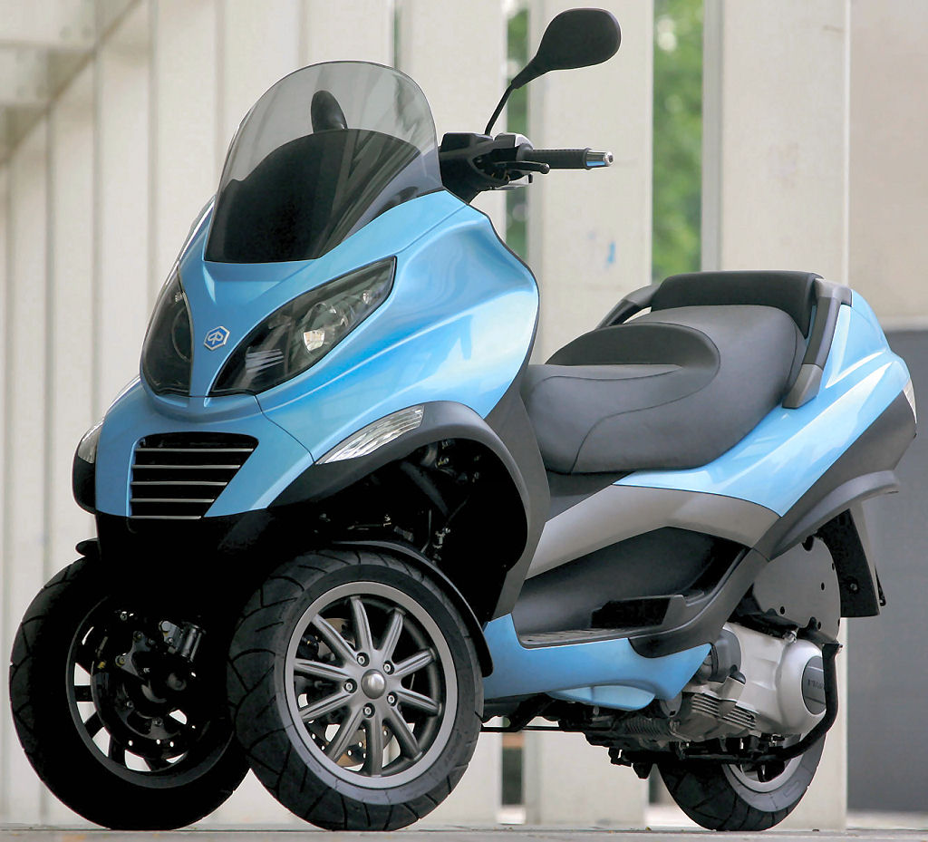 faster and faster: piaggio mp3: three wheels, better than two?