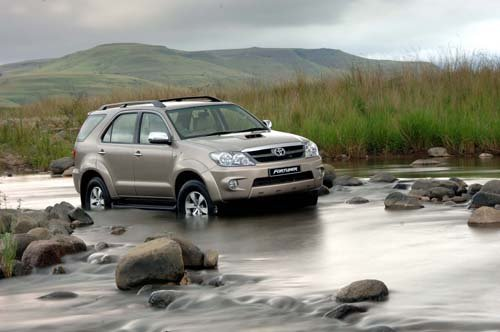 4x4's and offroad cars in south africa: Toyota Fortuner 4x4