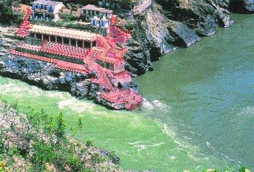 where do bhagirathi and alaknanda meet