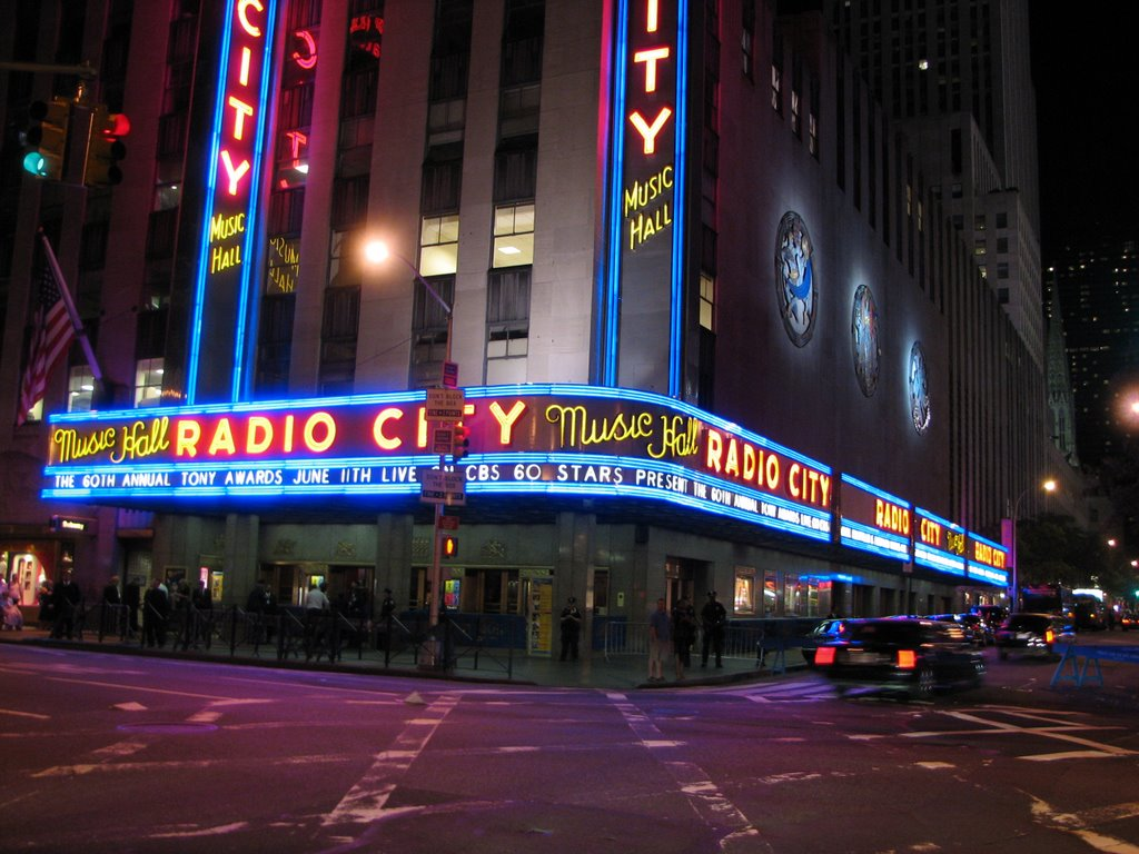 ... the most prestigious showroom in the city. At that time the Tony Awards  ceremony took place (these are the Oscars for Broadway theatrical shows). 7cf5d29c11f
