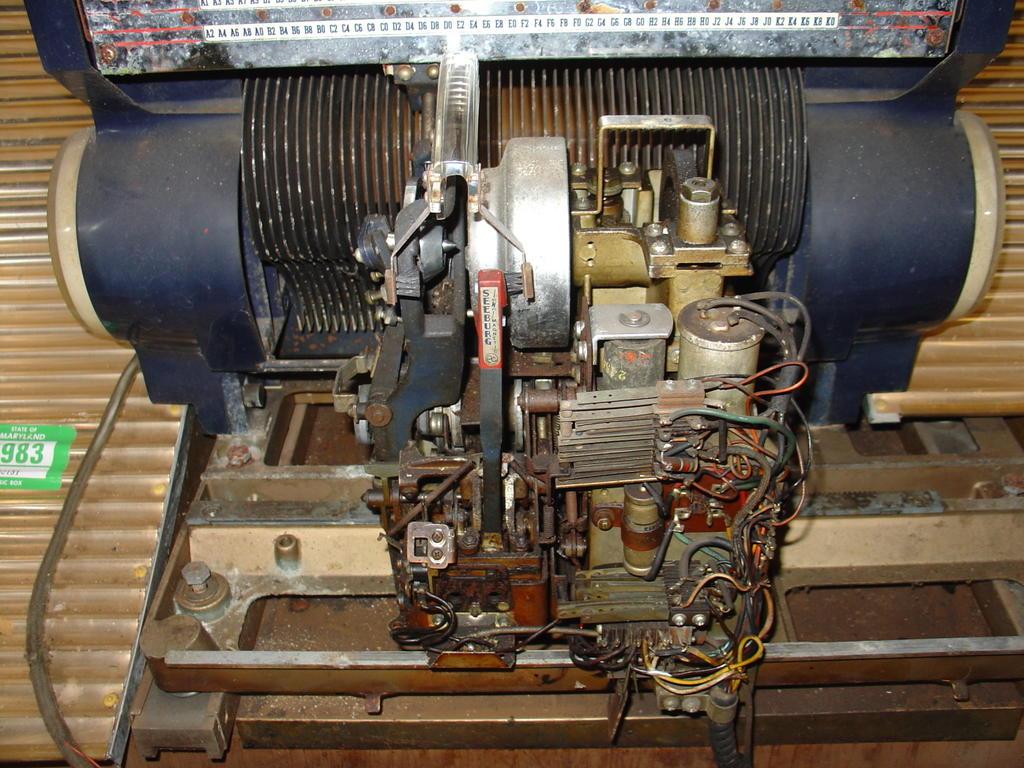 Seeburg HF100R Jukebox Restoration: Amp, Receiver, and Selector