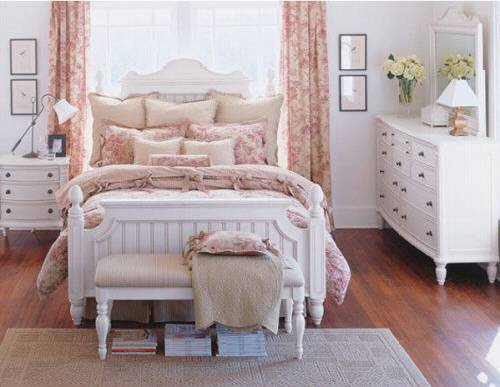 It Is Purely Coincidence That The Bedding In These Two Pictures Toile I Hen To Love Never Red But Have A Blue Diaper Bag