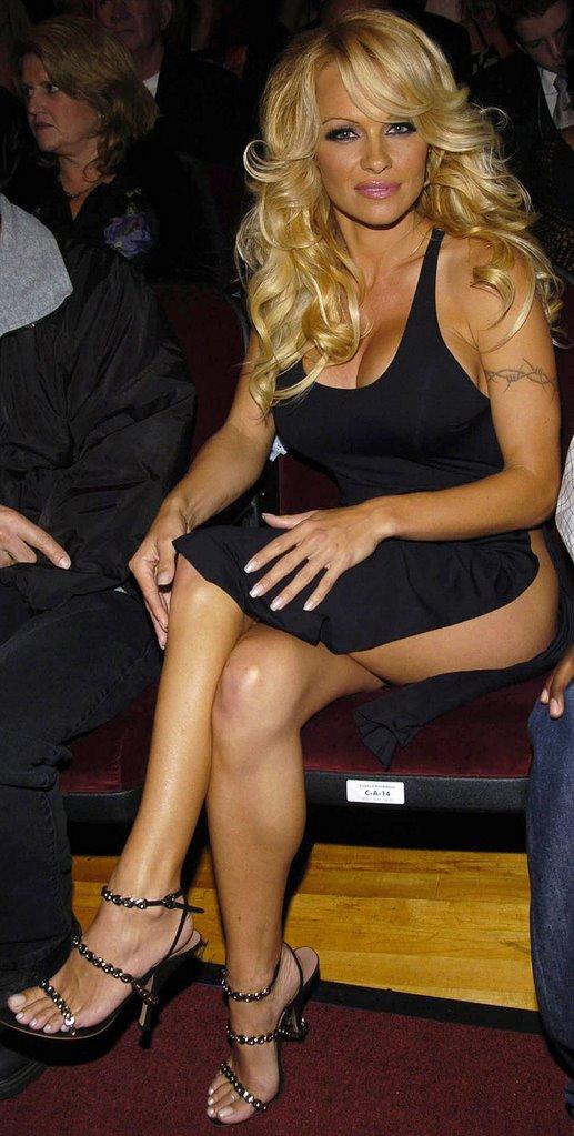 ClassyLegs Classy Legs - ladies in short skirts and dresses
