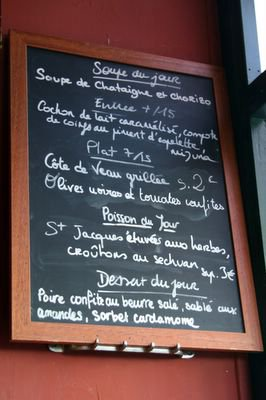 photograph picture of the Daily Specials Blackboard at Le Sept Quinze restaurant in Paris
