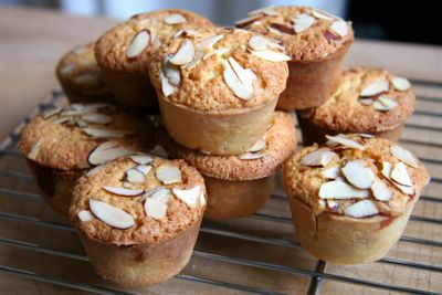 photograph picture how to make recipe for english/british bakewell tarts
