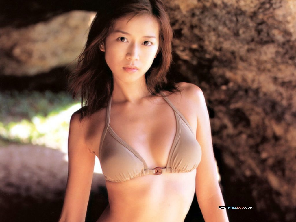 sexy asian women in bikinis