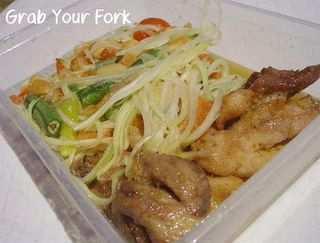 Green papaya salad with fried chicken