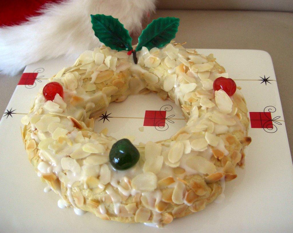 Dutch Christmas Food.Esurientes The Comfort Zone Dutch Almond Christmas Ring