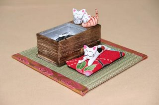 'Cats Keeping Warm': Pussy Parties, from GoodsFromJapan.