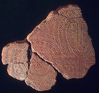 Une nouvelle hypothèse sur les poteries Lapita et leurs dessins anthropomorphiques