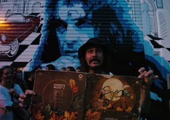 Musica cine el mural que recuerda a pappo frente a su taller for El mural pelicula