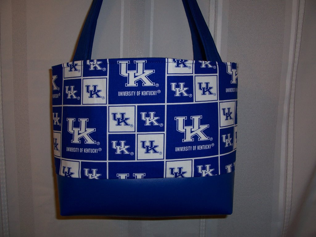 Is Your College Or University Shown Here Students And Alumni Alike Will Love These Totes School Not Just Ask Sold In 36 S Around The